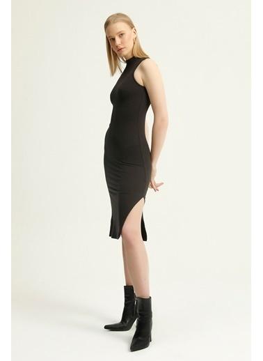 Quzu Halter Yaka Yırtmaç Detaylı Elbise  Siyah